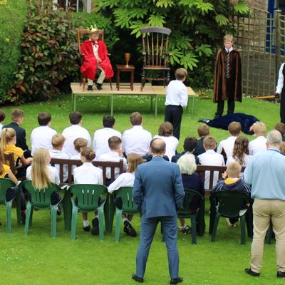 Shakespeare on lawn